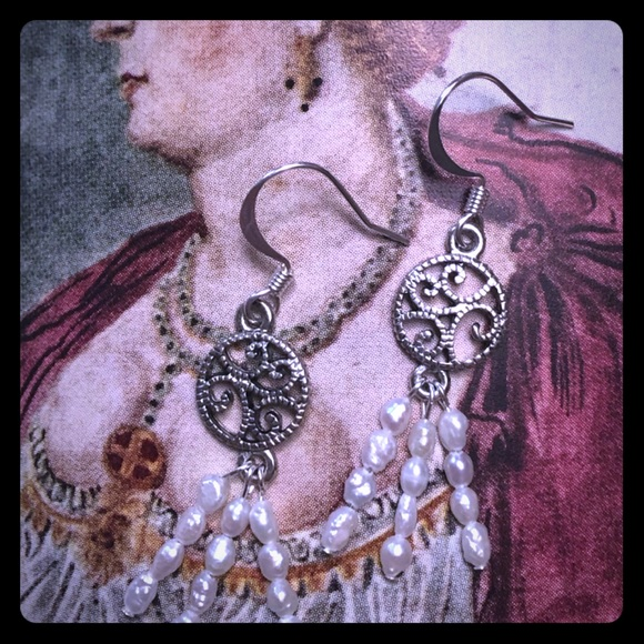 The Bride 👰🏻 Earrings